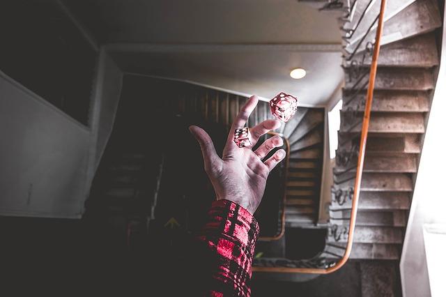 Würfel in einer Hand